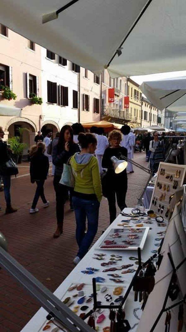 lk-lockers-gioielli-mercato-dei-portici-report-02D6472CA4-4862-C520-678B-1C5E17D41504.jpg